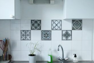 faux carreaux de ciment en vinyle dans ma cuisine